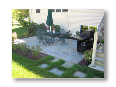 bluestone flagstone patio by ridgeview landscaping